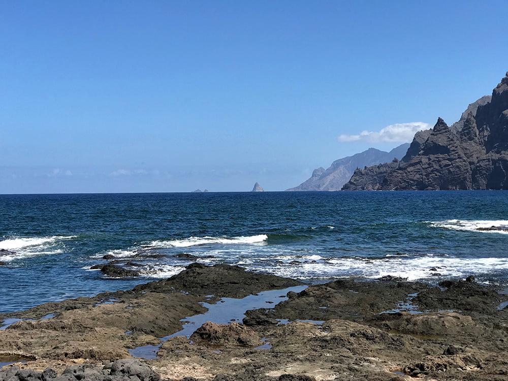 Küstenort Punta del Hidalgo im Norden von Teneriffa Anaga-Gebirge Atlantik