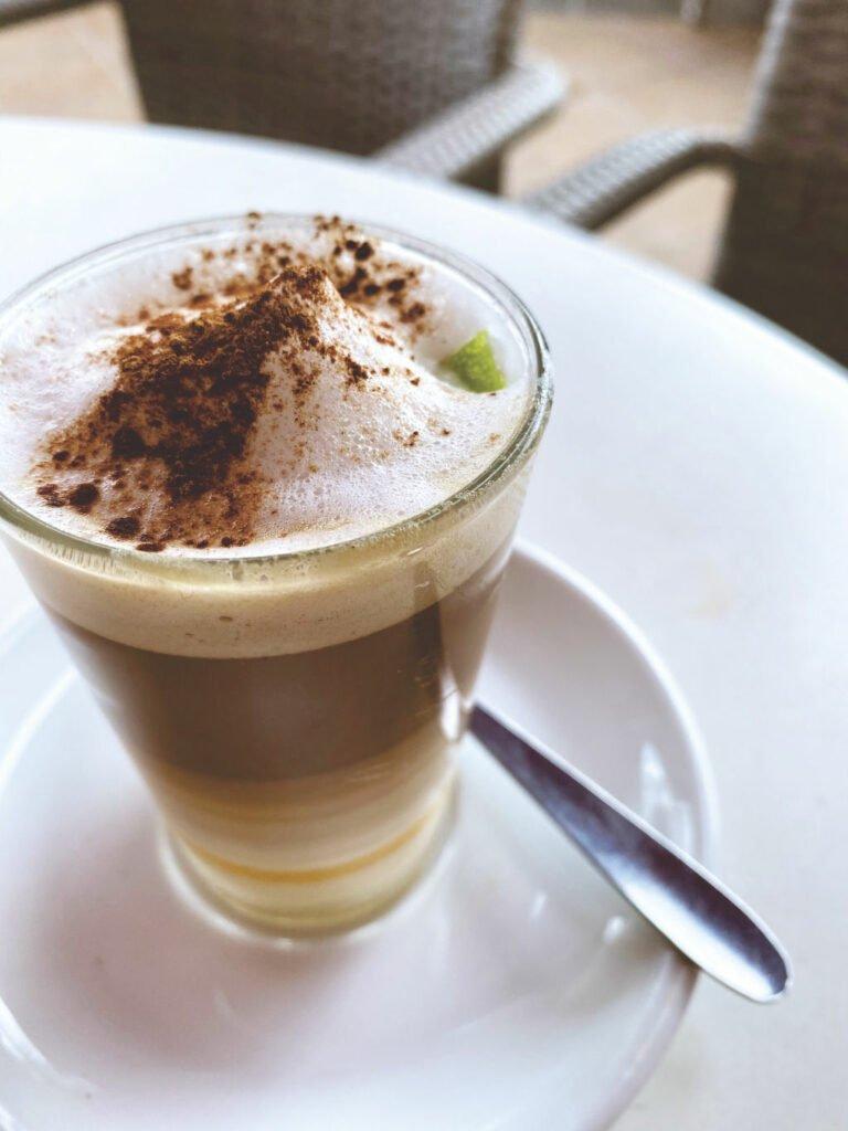 Barraquito, eine Kaffeespezialität von Teneriffa