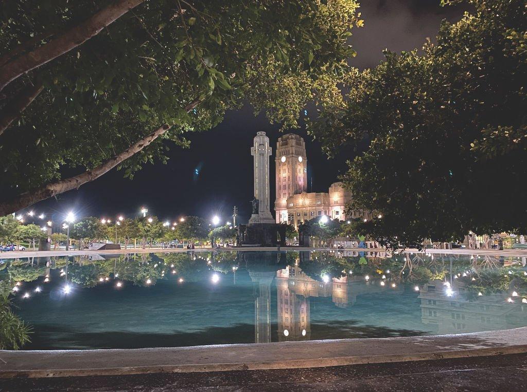 Plaza España auf Teneriffa in der Nacht