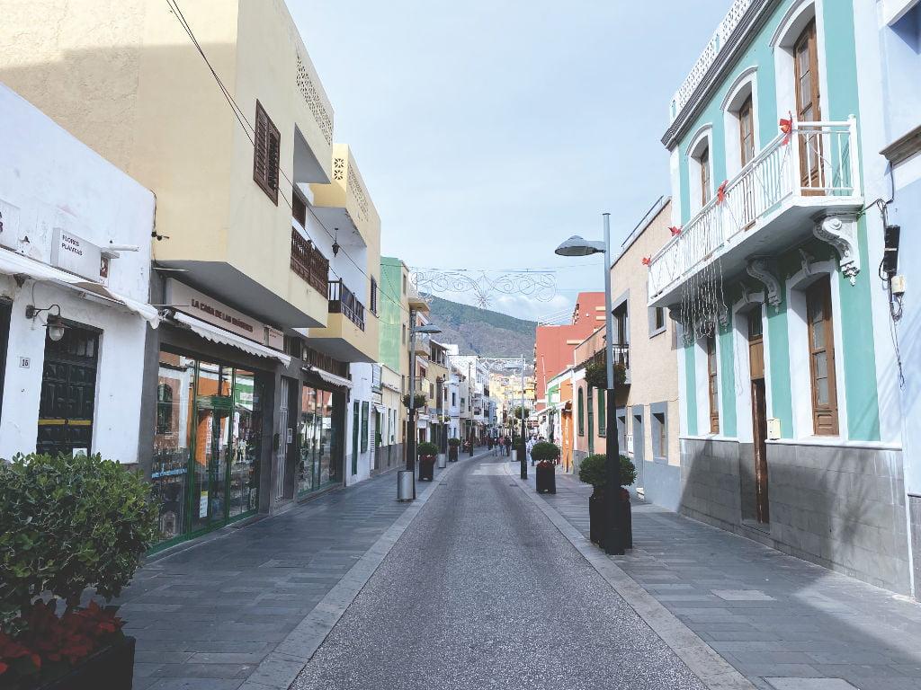 Einkaufsstraße in der Altstadt von Candelaria auf Teneriffa