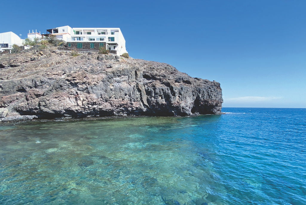 Kristallklares Wasser in der Küste von Fuerteventura